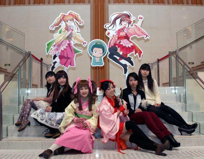 2013年の公式コスプレイヤー6人(高岡市ウェブサイトより)