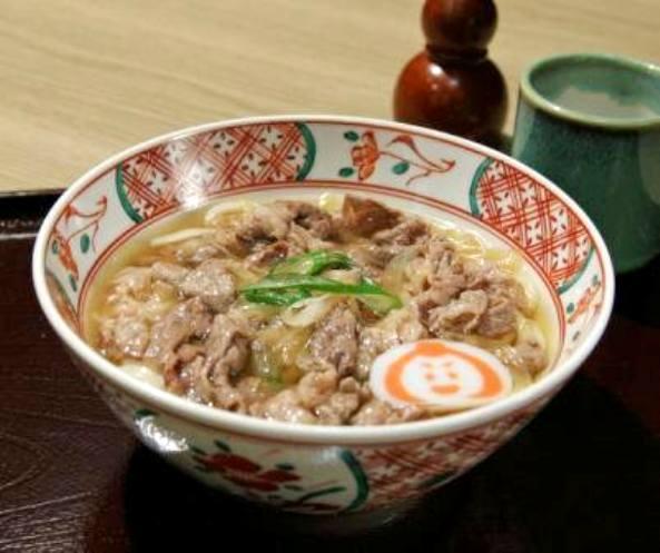 小松肉うどんは能登牛の肉を具に使用