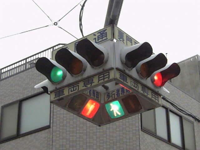 こちらはLED化前。さらにぎっちり感アップ(Shinkansenさん撮影、Wikimedia Commonsより)