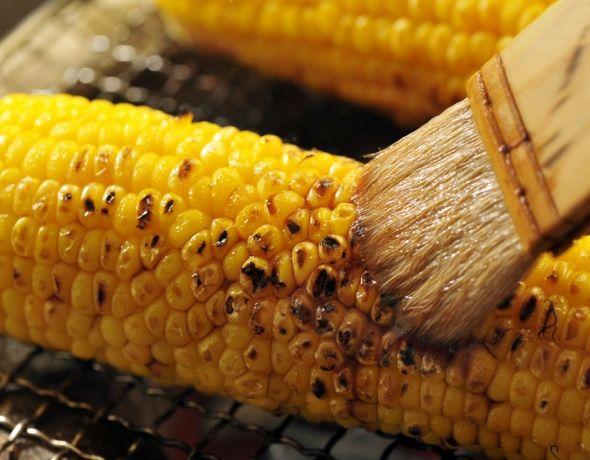 夏祭りの楽しみは、焼きトウモロコシ