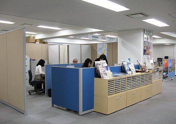 センターには常時専門のスタッフが在籍している。