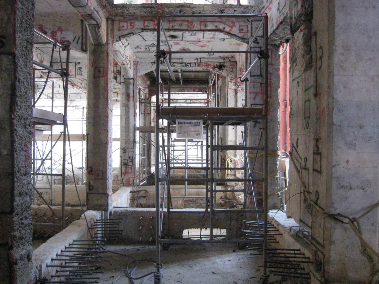 旧戸畑区役所庁舎の工事の模様。以下、写真は特記しない限り青木茂建築工房/上田宏氏提供