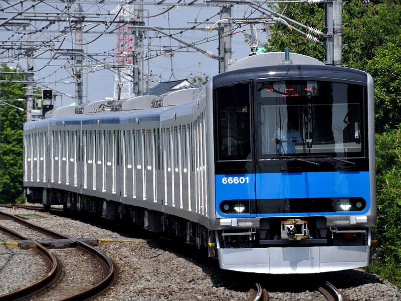 東武野田線の新車両60000系(Omcrayonさん撮影、Wikimedia Commonsより)