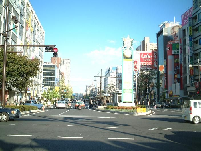 岡山桃太郎大通り(NORITO,Sさん撮影、Wikipedia日本版より)