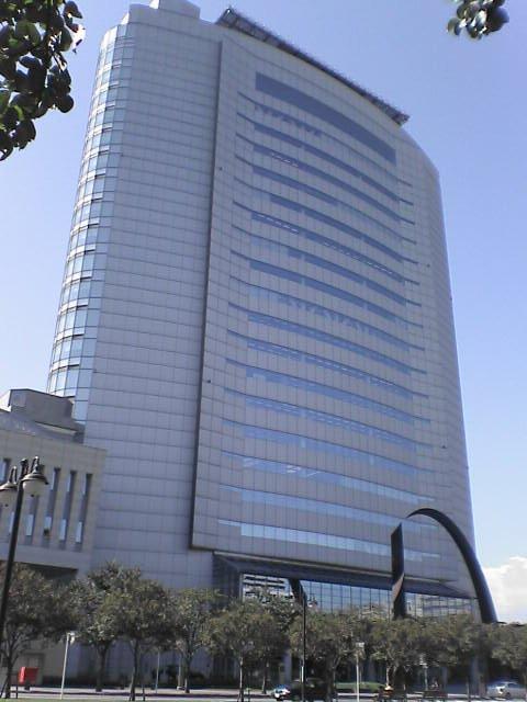 高崎市庁舎(Alberth2さん撮影、Wikimedia Commonsより)