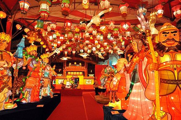 まるで万華鏡の世界...「ランタンフェスティバル」中の長崎が絢爛豪華 ...