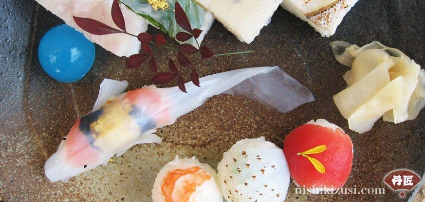 「イカで造った錦鯉の姿寿司」(お取り寄せ寿司の「丹匠」公式サイトより)