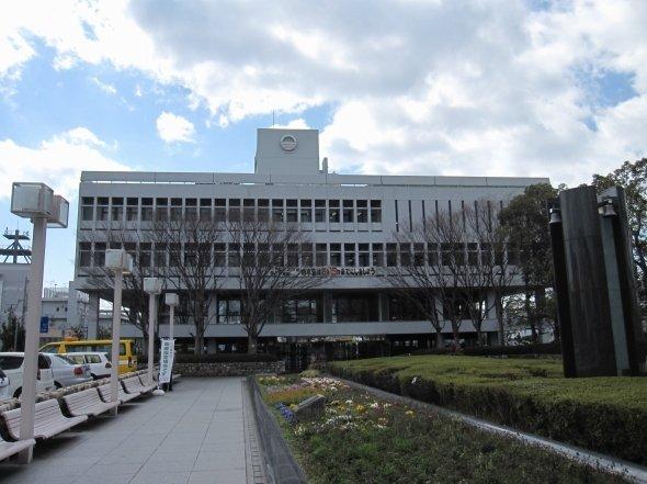 芦屋市役所(KishujiRapidさん撮影、Wikimedia Commonsより)