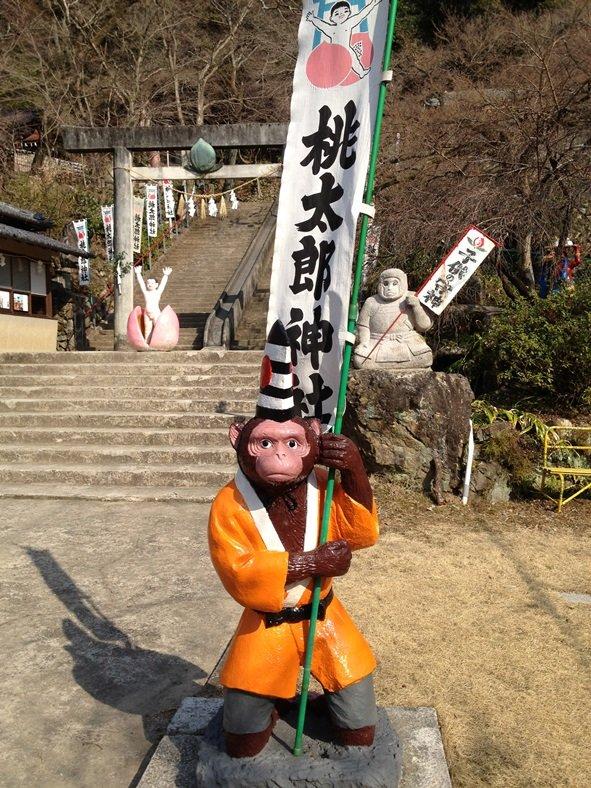 桃太郎神社 猿の像(画像提供:犬山市観光協会)