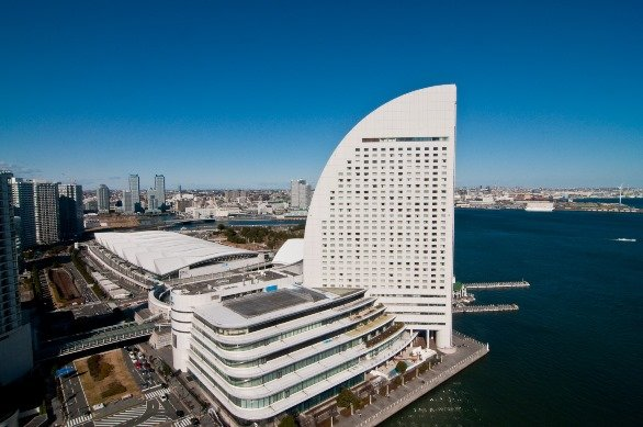 みなとみらい地区から横浜港を望む