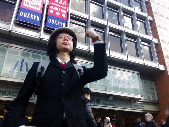 「ダンジョン」新宿駅探検に乗り込む筆者。気分を出すためだけに探検者っぽい帽子も買ってきた