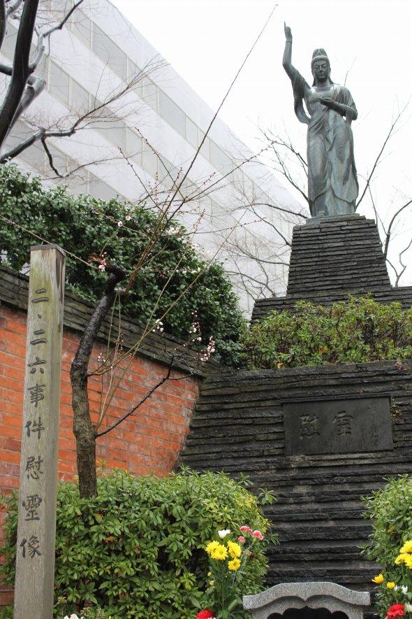 旧東京陸軍刑務所に建てられた「二・二六事件慰霊像」