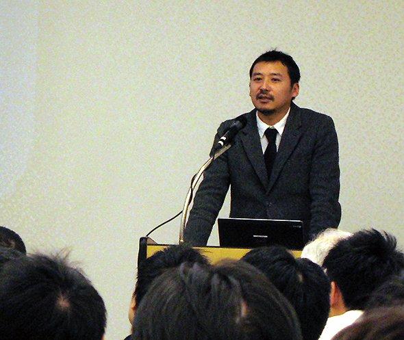 ビズリーチ主催の「地方創生リーダー キャリアフォーラム」で講演する大辻雄介さん
