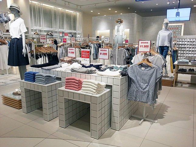 オープン記念価格で、店頭に並ぶ商品は1900円・2900円となっている。