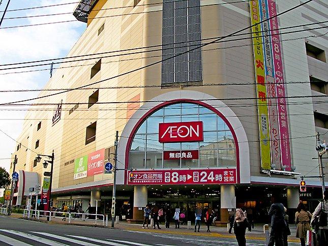 イオン板橋店。電線の雰囲気が谷根千っぽい。