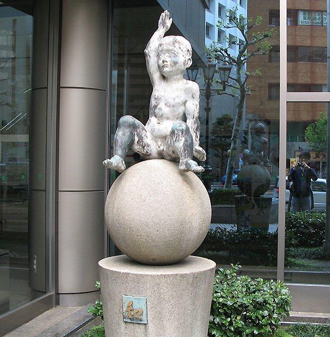 こちらの彫刻のテーマは「和」。