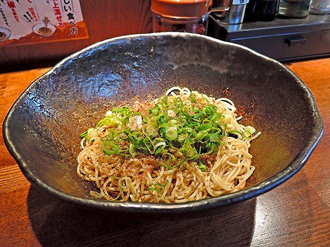 温泉卵に混ぜて辛旨! 広島名物「汁なし担担麺」の人気店 ...