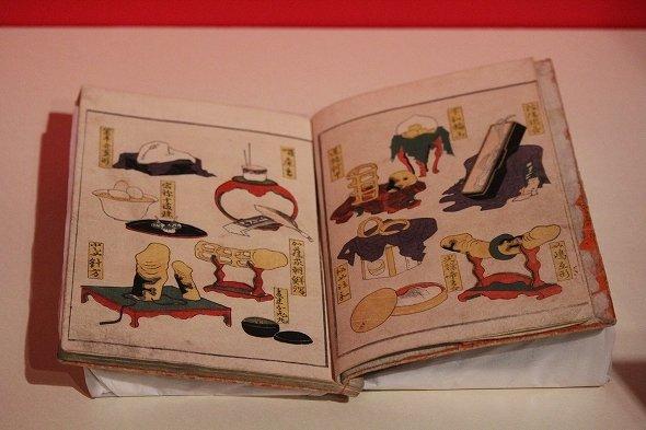 当時の淫具を描いた百科図のような作品も