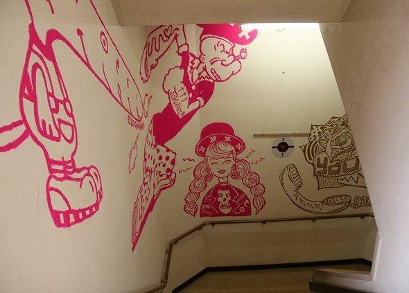 全ての階段に、このようなイラストが描かれている