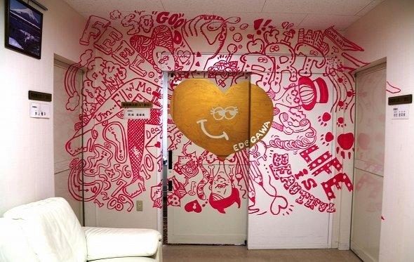 インパクト抜群のイラストが描かれた「ST室」