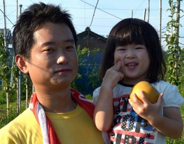 群馬 明和町の梨農家、東さん父娘