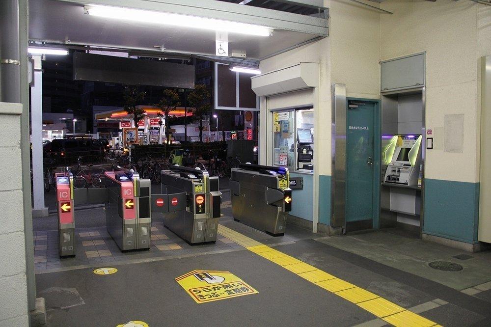 スタート地点は駅務室前