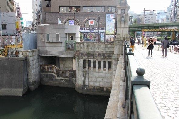 万世橋にある「謎の小部屋」の正体を探る