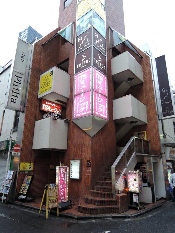 劇場はビルの2階(編集部撮影)
