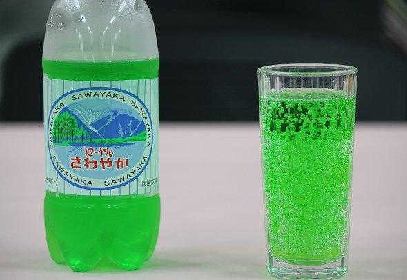 グラスに注いだら、明るい色合い