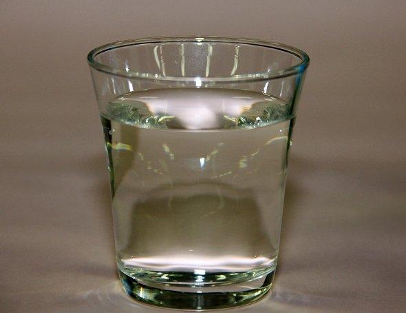 ボトルは緑だが、中身は透明だ