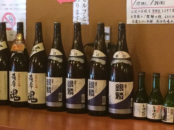 店内には秋田の地酒も並ぶ