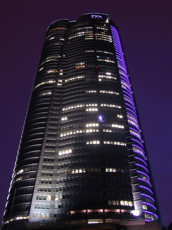 六本木ヒルズ森タワー(Lombrosoさん撮影, Wikimedia Commonsより)