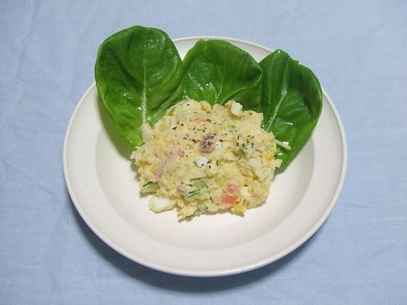 ポテトサラダ(Potesara~commonswikiさん撮影、Wikimedia Commonsより)