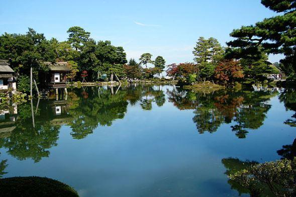 兼六園(Oilstreetさん撮影,Wikimedia Commonsより)