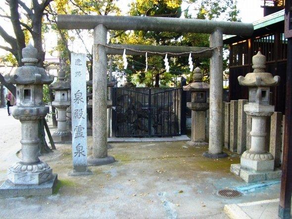 泉殿霊泉(鉄虫さん撮影、Wikimedia Commonsより)