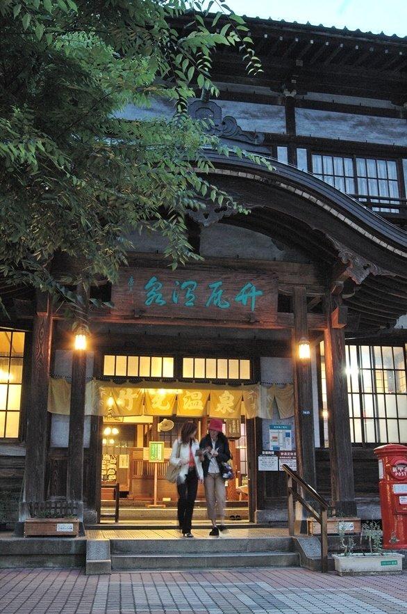別府・竹瓦温泉(別府観光写真集より)