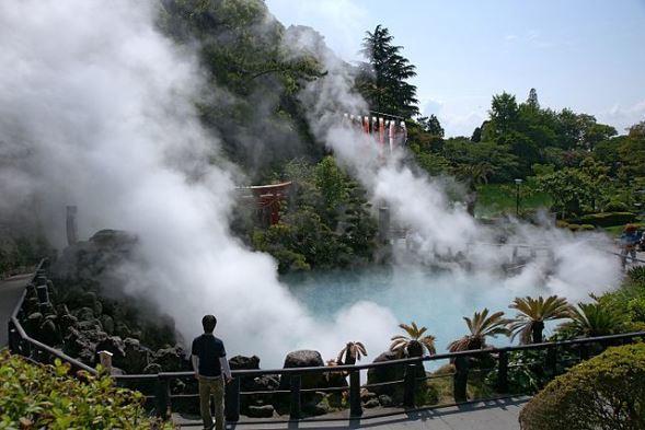 別府温泉海地獄(663highlandさん撮影、Wikimedia Commonsより)