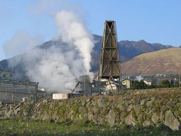別府温泉・鉄輪付近の源泉(Miya.mさん撮影、Wikimedia Commonsより)