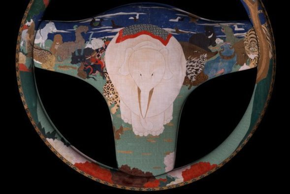 伊藤若冲「鳥獣花木図屏風」モチーフの漆塗りステアリング完成イメージ画像(提供:浄法寺漆産業)