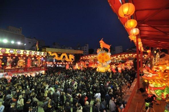 長崎ランタンフェスティバルの模様。写真はいずれも長崎市提供