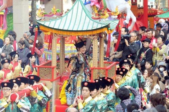皇帝パレード。2016年は2月13日・20日開催