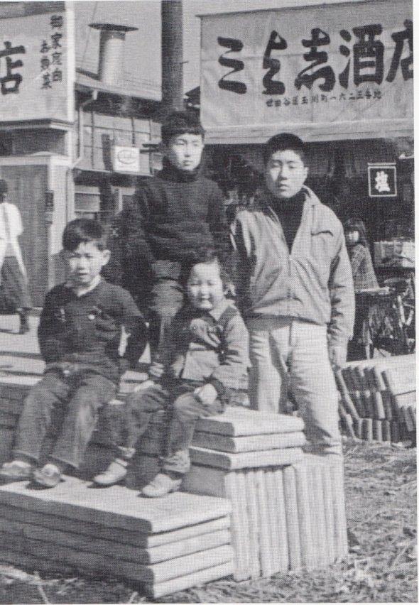 1957年の二子玉川商店街(作者:二子玉川商店街振興組合、Wikimedia Commonsより、CC BY-SA 4.0)
