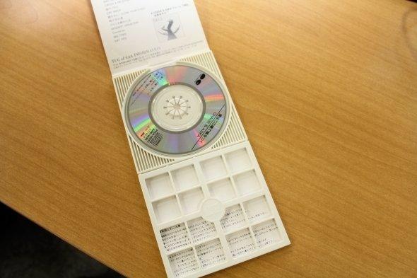 今や懐かし。8センチCD用の縦長ケース