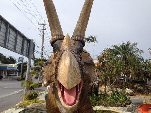 目印となる恐竜(筆者撮影)