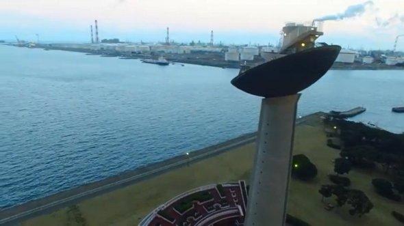 高さ52メートルを誇る展望塔(右、いばキラTVより)