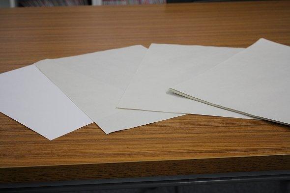 左は比較用のコピー紙