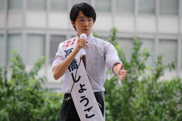 7月25日、新宿駅西口の立会演説会で