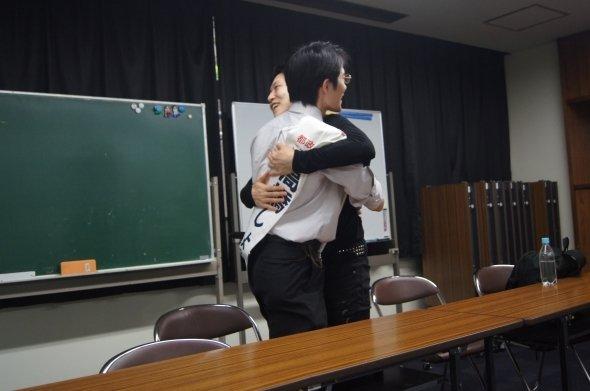24日、「軍服」ポスターで知られる後藤輝樹さんの演説会で