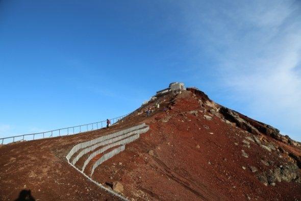 山頂でもつながる(画像はイメージ)