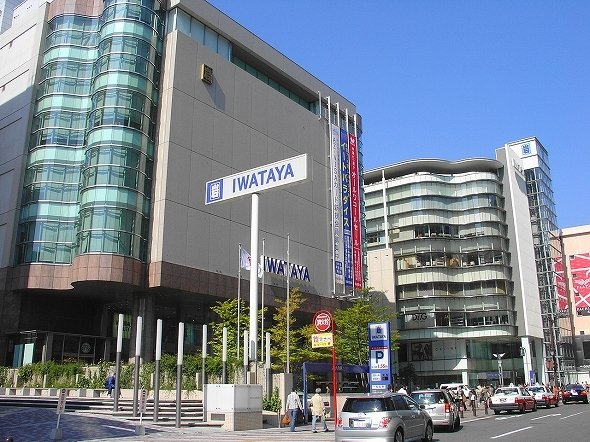 岩田屋本店(JKT-cさん撮影、Wikimedia Commonsより)